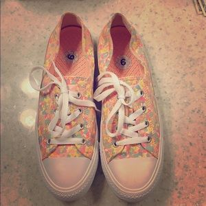 Women converse low all star coral ox. WORN ONCE